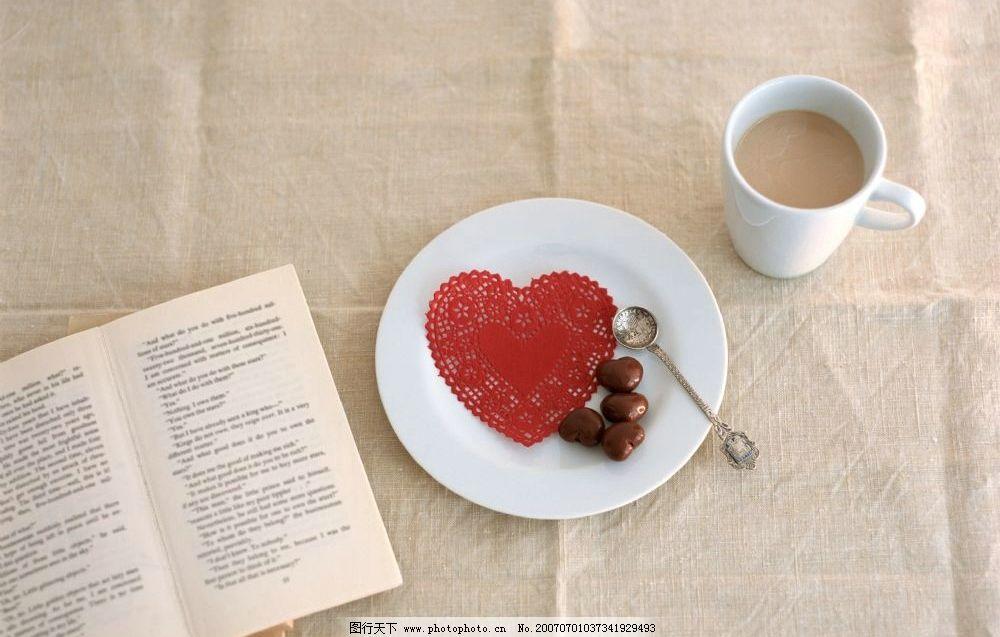 看书喝咖啡图片