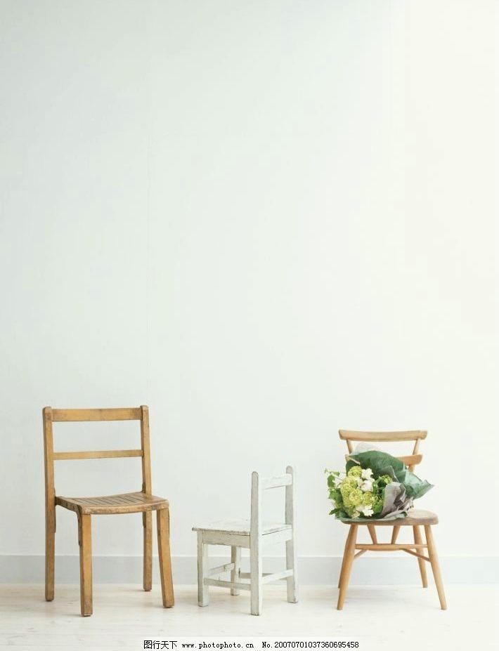 木头凳子 鲜花 一束花