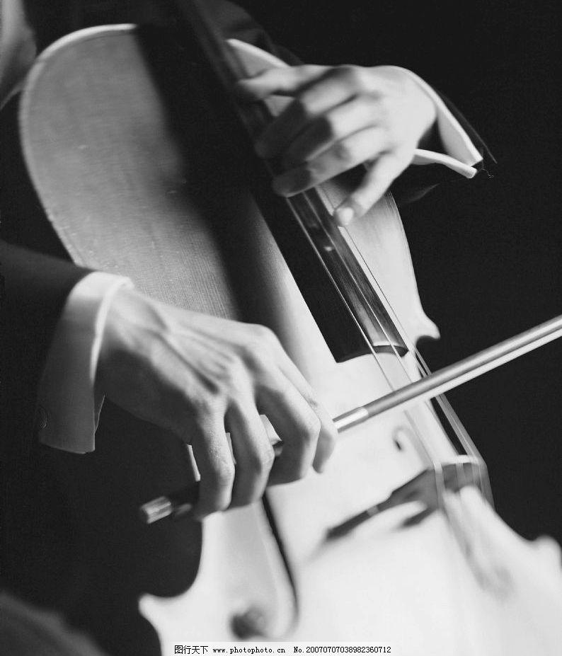 拉大提琴 大提琴演奏 音乐手势 音乐演奏 摄影图库