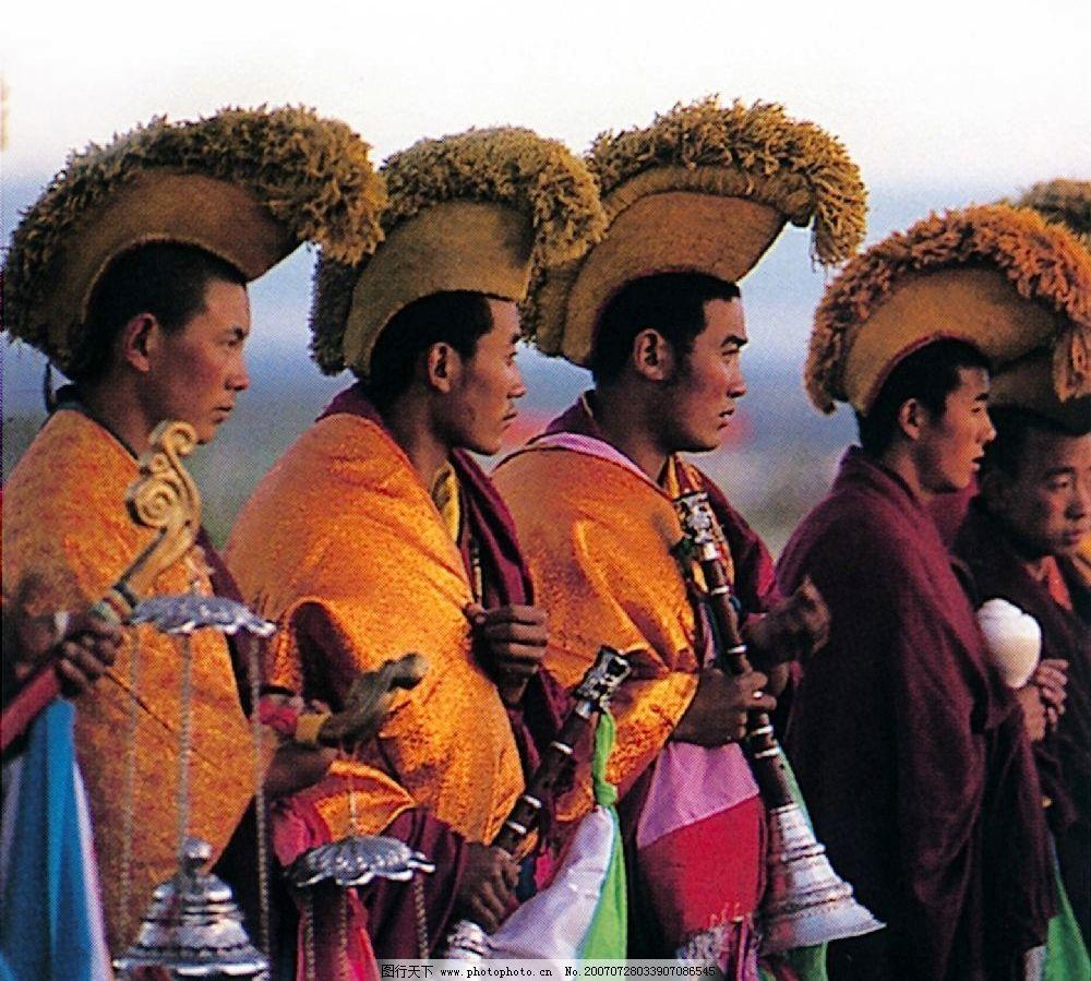 塔尔寺佛事活动的僧侣图片