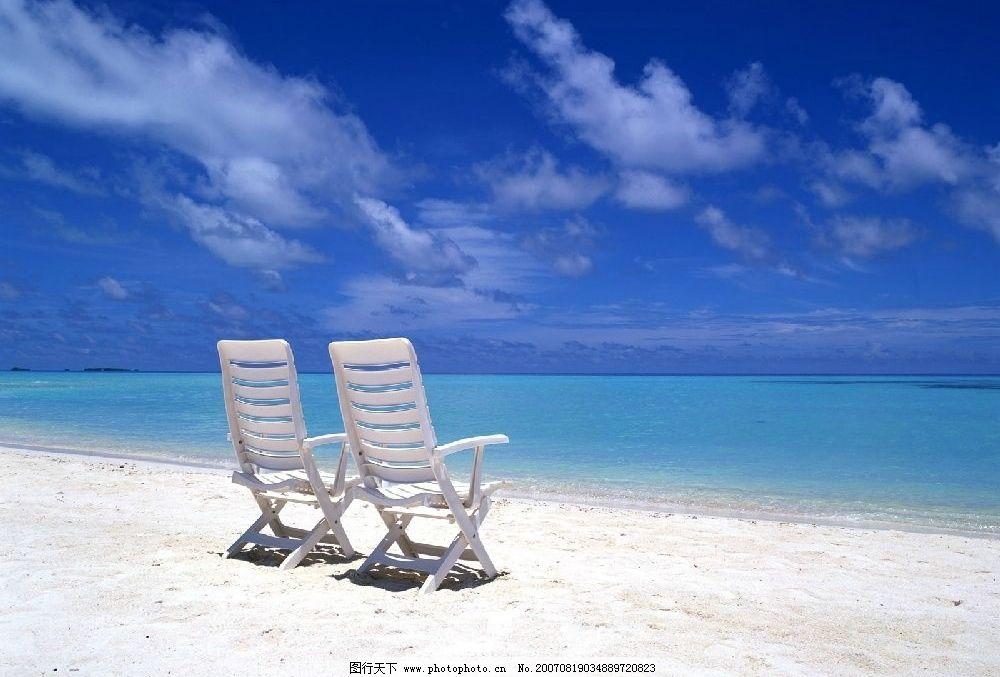 海边沙滩 碧海 蓝天 白云 沙滩 海滩 椅子 海水 自然景观 自然风景图片