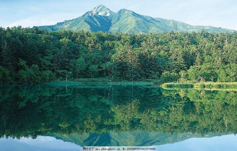 美丽湖泊 湖泊 山 植物 树林 树木 树 自然景观 山水风景 美丽的大