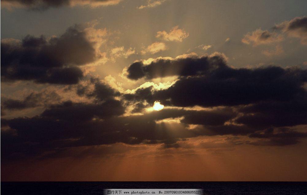 海上日出 大海 云朵 日出 阳光 摄影图 自然景观 自然风景 日出日落