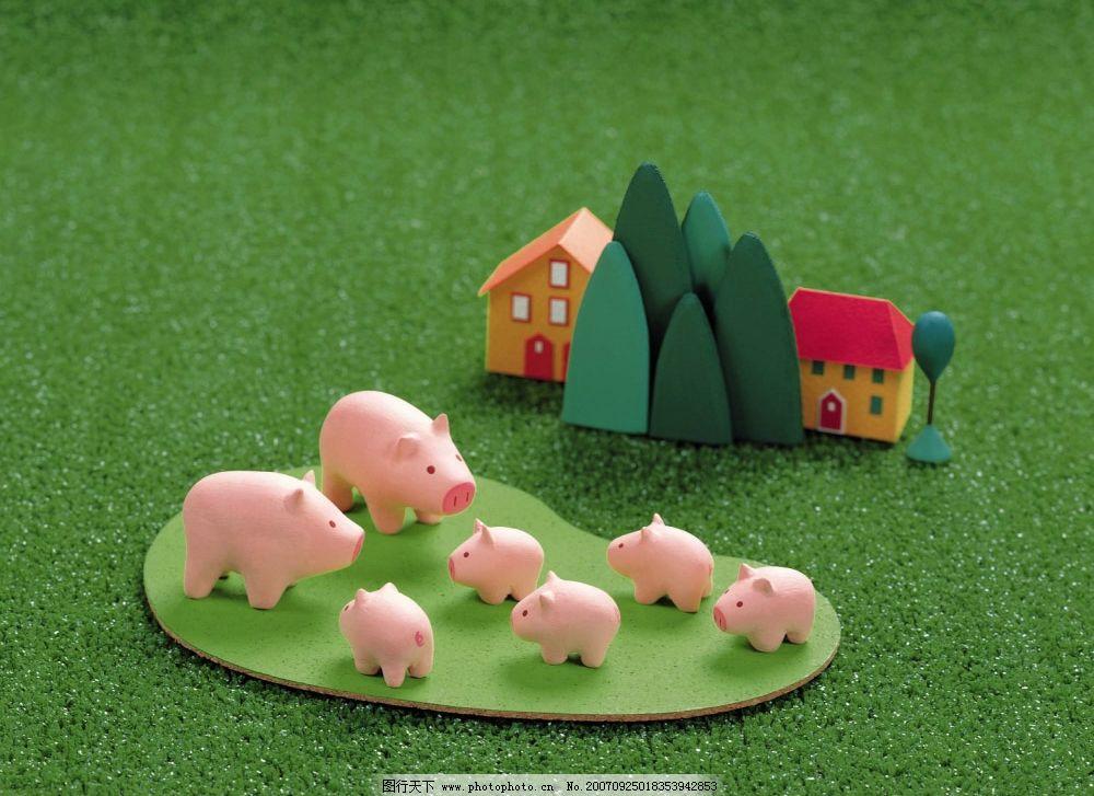 可爱猪 一群猪 卡通漫画 泥偶家族